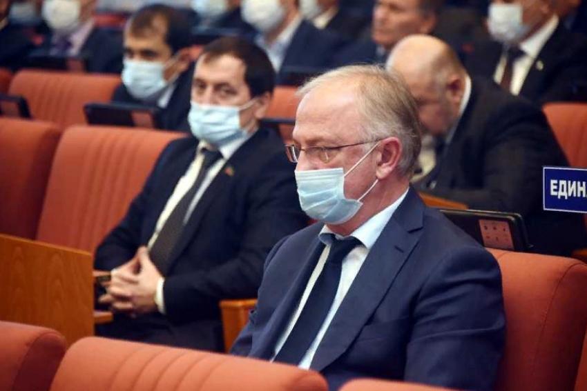 Абдулпатах Амирханов принял участие в 51 сессии НС РД