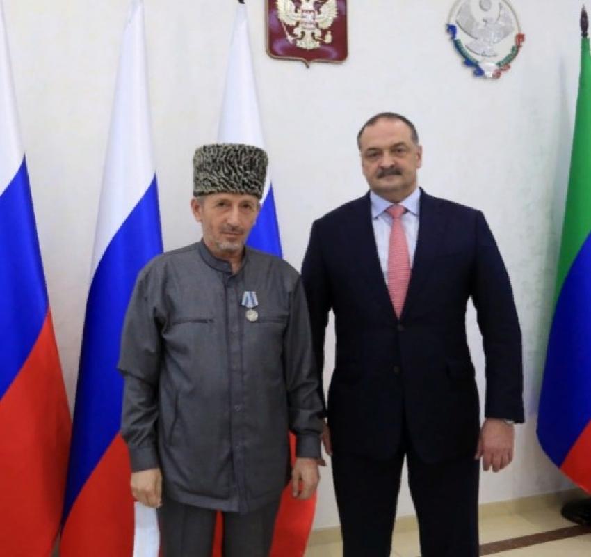 Сергей Меликов вручил госнаграды отличившимся дагестанцам