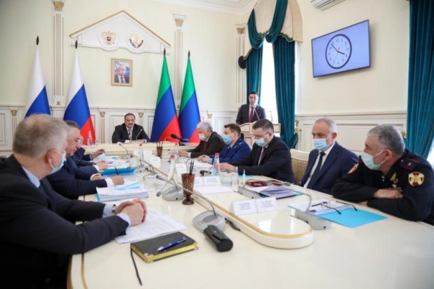 Вопросы обеспечения правопорядка в майские праздники обсудили в правительстве Дагестана