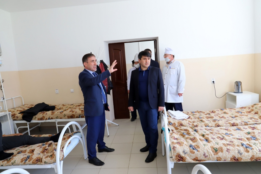 Глава Табасаранского района посетил госпиталь по приему больных коронавирусом