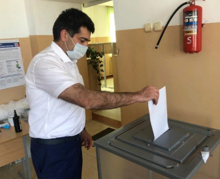 Глава Минэкономразвития Дагестана принял участие в голосовании