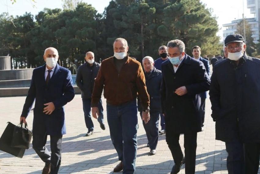 Сергей Меликов посетил набережную Каспийска