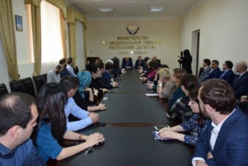 Коллективу Миннаца РД представили нового руководителя