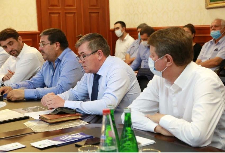 Здунов встретился с представителями предприятий по производству стройматериалов