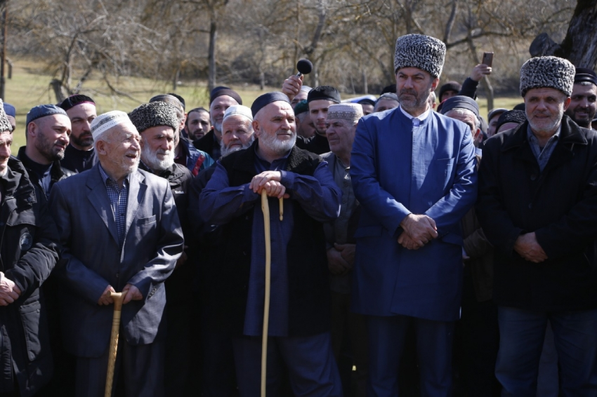 В Табасаранском районе верующие совершили зиярат к могилам шейхов
